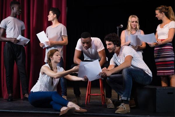 Prendre des cours de théâtre  en anglais pour apprendre ou s'améliorer