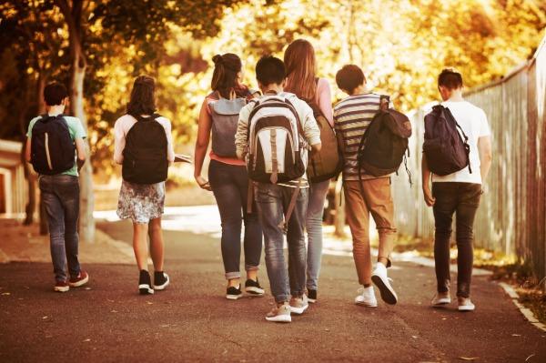 Collégiens sur la route du collège