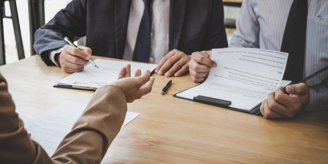 entretien d'embauche à trois
