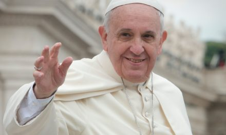 Le pape François a (ré)appris le latin  avec la méthode Assimil !
